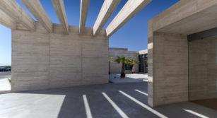 edificio de hormigon en las rozas del arquitecto sanchez de leon